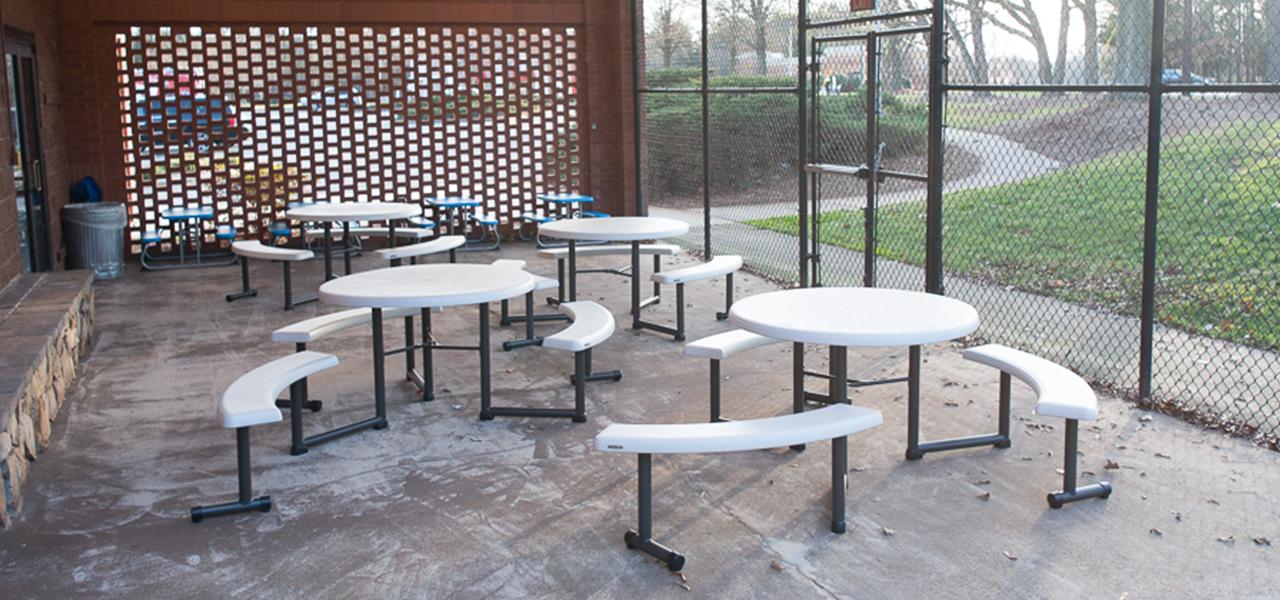 viral-venue-patio